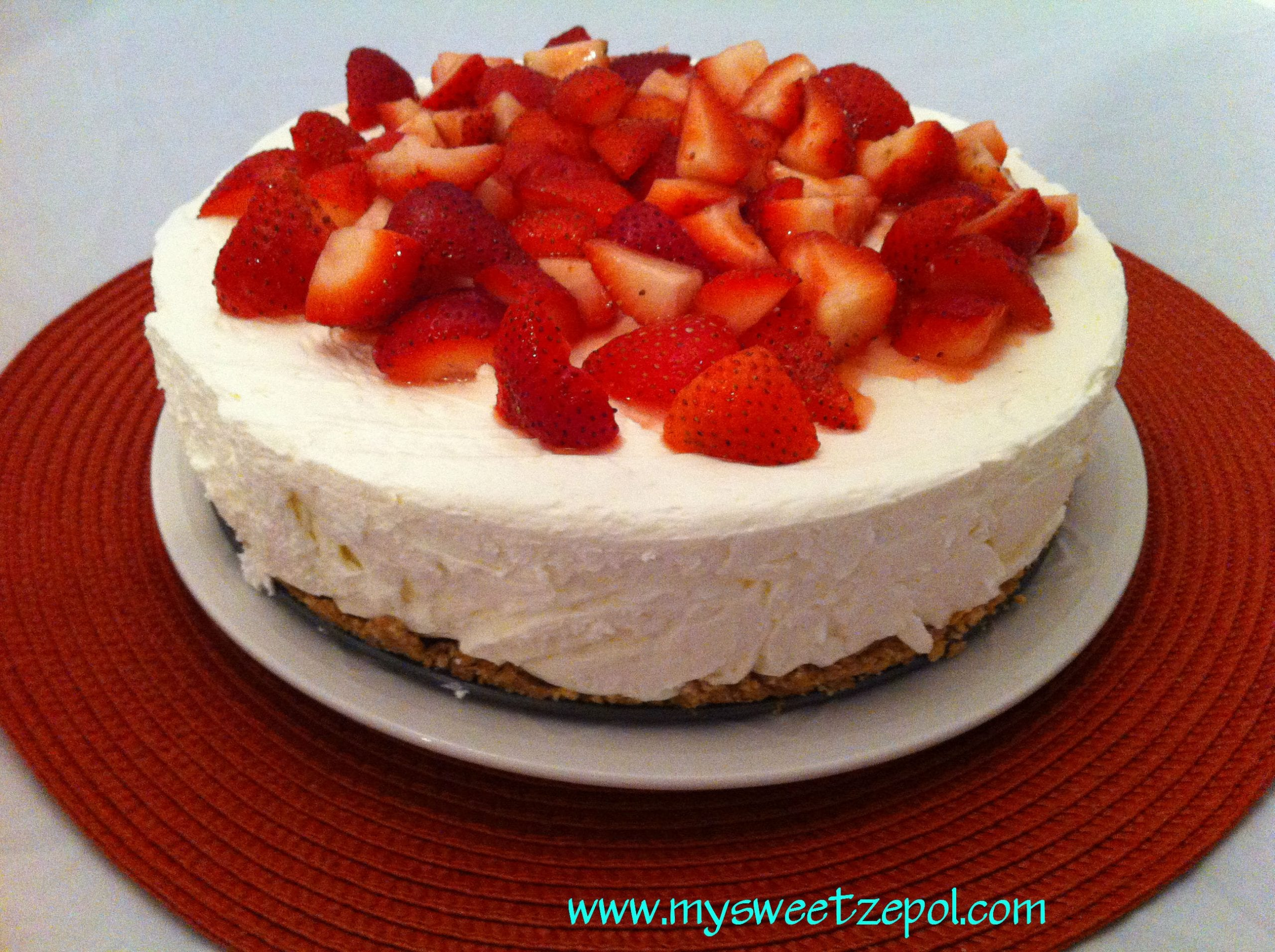... Sweet Zepol » No Bake Cheesecake with Strawberries and biscoff crust
