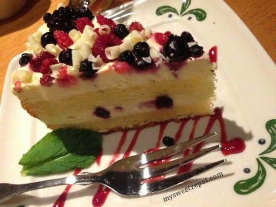 Olive-Garden-Wild-Berry-Layer-Cake-mysweetzepol-2014