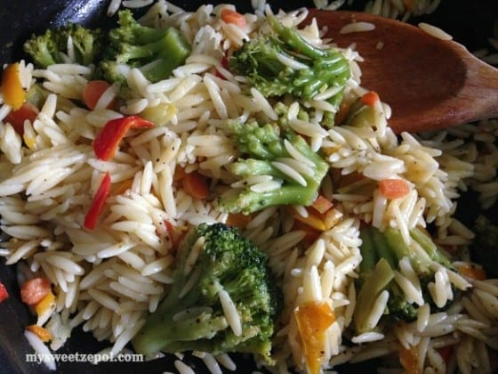 Broccoli-and-Sweeet-Peppers-Orzo-mysweetzepol-2014