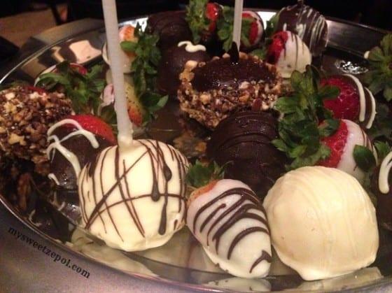 Variety of Truffles, Chocolate Covered Strawberries & Cheesecake Pops / Cooper's Hawk Winery / My Sweet Zepol / #CHWineryOrlando