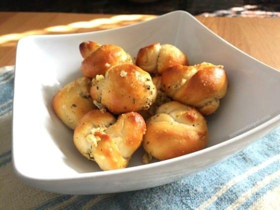 Parmesan and Garlic Knots / My Sweet Zepol / #sidedish