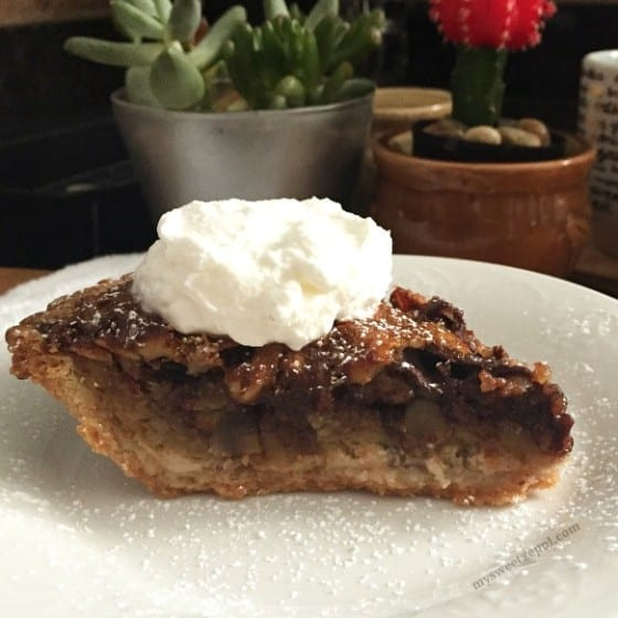Chocolate Pecan Pie / Can be made with any nut of your choice (almonds, walnuts, you choose) / by My Sweet Zepol / #MSZrecipes