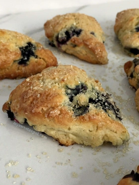 Mini Buttermilk Blueberry Scones / perfect way to start or end any day / super easy recipe by My Sweet Zepol