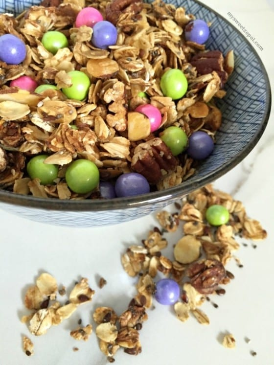 Spring Sixlets Granola Mix / homemade #granola mix with an assortment of pastel colorful chocolate candies / by My Sweet Zepol #MSZrecipes