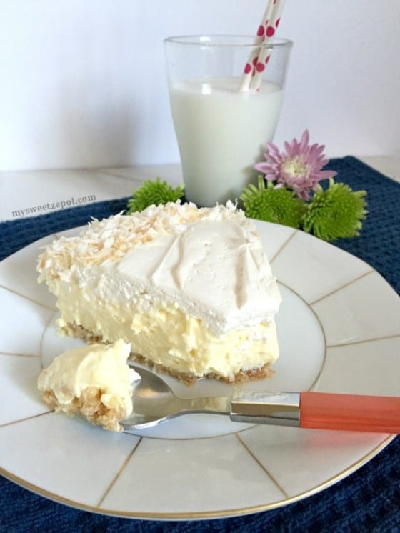 Coconut Cream Pie / smooth and creamy almost no bake coconut cream cheese pie / by My Sweet Zepol #dessert