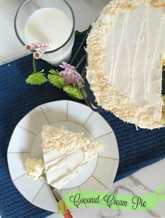 Coconut Cream Pie / smooth and creamy almost no bake coconut cream pie / by My Sweet Zepol #dessert
