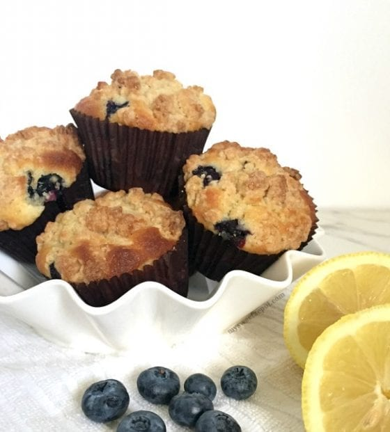 Warning! You'll want to eat them all. Lemon Blueberry Crumb Muffins, soft and moist muffins with citrus and tangy flavors. Super easy to make and perfect with a hot cup of coffee. by My Sweet Zepol / www.mysweetzepol.com / #foodblog