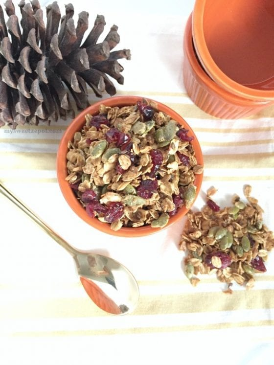 Pumpkin Pie Spice Granola / a tasty fall snack / healthy and easy to make / make a big batch and enjoy in different ways, with yougurt, with salad or over vanilla ice cream / make #recipe in many more ways / by My Sweet Zepol #foodblog