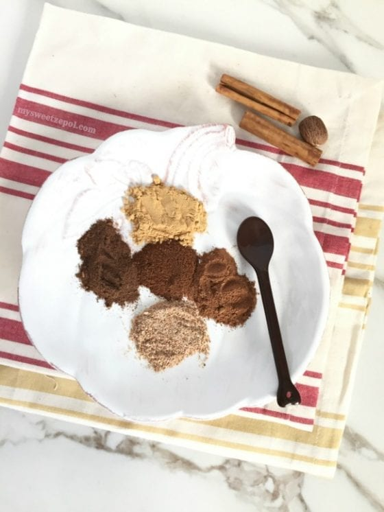 homemade Pumpkin Pie Spice blend / easy and fast to make / you'll have pumpkin pie spice for your favorite Fall recipes right at your finger tips, enjoy! / by My Sweet Zepol food-blog