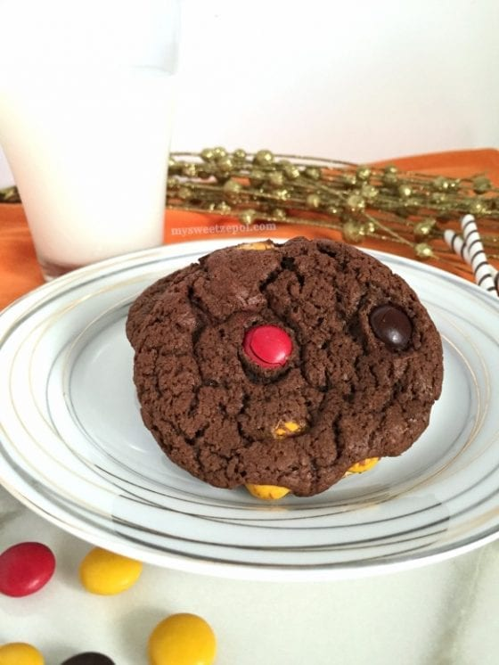 Triple Threat Chocolate Cookies are super addictive, there you go, you've been warned! / recipe by Wanda Lopez - My Sweet Zepol #foodblog