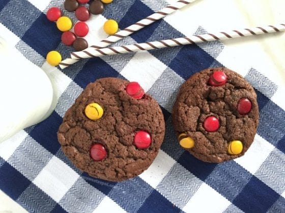 Grab a glass of milk and join me for some Triple Threat Chocolate Cookies are super addictive, there you go, you've been warned! / recipe by Wanda Lopez - My Sweet Zepol #foodblog