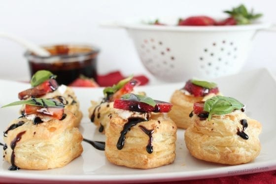 Balsamic & Brown Sugar Strawberry Canapés, makes the perfect appetizer. No one will be able to resist it! by My Sweet Zepol - food-blog - #SundaySupper #FLStrawberryd ad