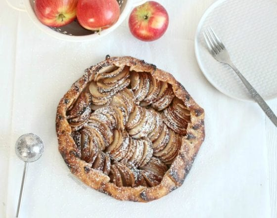 Easy Rustic Apple Tart fills the entire house with a warm and inviting smell that no one can ever resist. Get the recipe at mysweetzepol.com