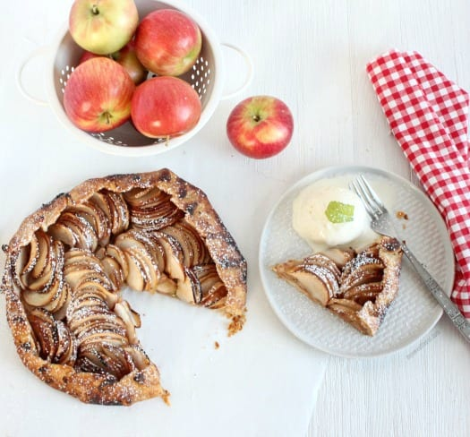 Rustic Apple Tart fills the entire house with a warm and inviting smell that no one can ever resist. Get the recipe at mysweetzepol.com