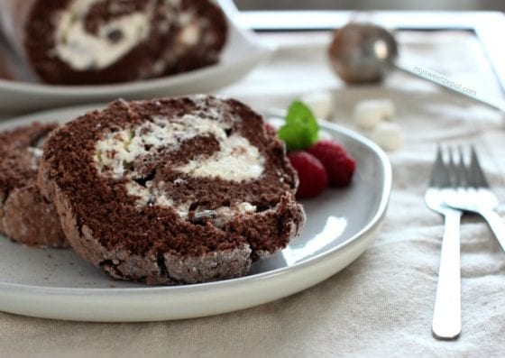 Hot Cocoa Angel Food Cake Roll with fresh raspberries are an amazing combination. Grab the recipe at mysweetzepol.com and treat yourself before the year ends. #cakelove