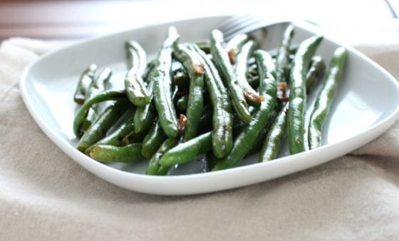 Lime Cilantro-Habanero Grilled Green Beans is the best side dish any time of the year! Grab the recipe at mysweetzepol.com #getgrilling