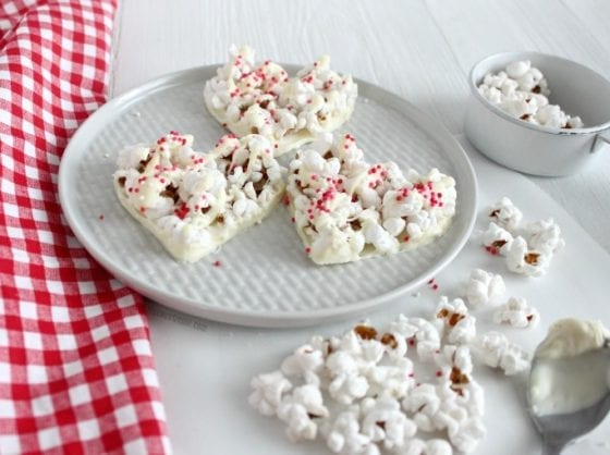 Grab this easy #heatlhysnack at mysweetzepol.com Popcorn hearts with nut free and gluten free white chocolate and the cutest sprinkles. #HappyValentinesDay
