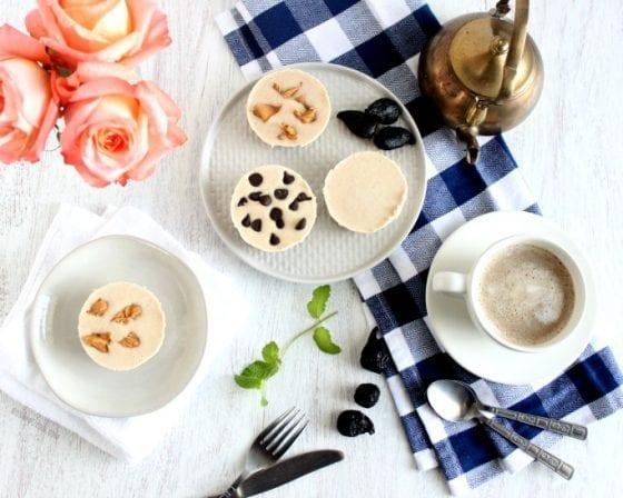 Vegan, Gluten Free, Dairy Free mini cheesecakes. Grab the recipe @ mysweetzepol.com #minicheesecakes #dessertrecipe Vegan, Gluten-Free, Dairy-Free Mini Cheesecakes