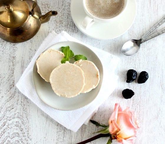 Vegan, Gluten Free, Dairy Free mini cheesecake. Grab the recipe @ mysweetzepol.com #minicheesecakes #dessertrecipe Vegan, Gluten-Free, Dairy-Free Mini Cheesecakes