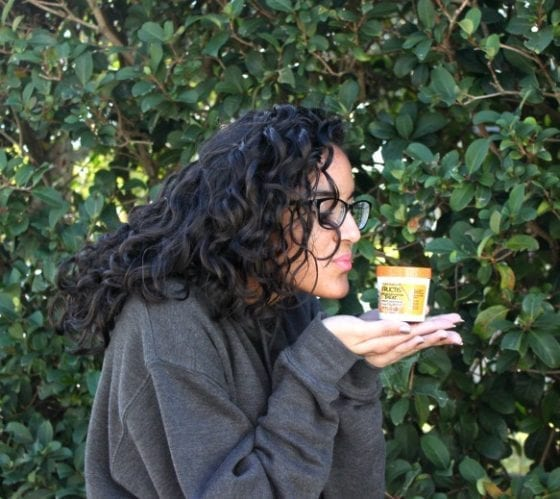How to Treat Your Curls During the Cold Season / Treat your curls during the colder season with Garnier® Fructis Damage Repairing 1- minute / #lifestyle #hair #Influester
