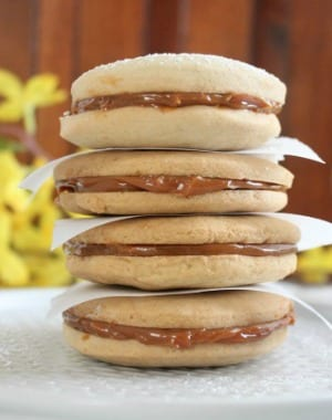 Melt in your mouth alfjores cookies filled with dulce de leche