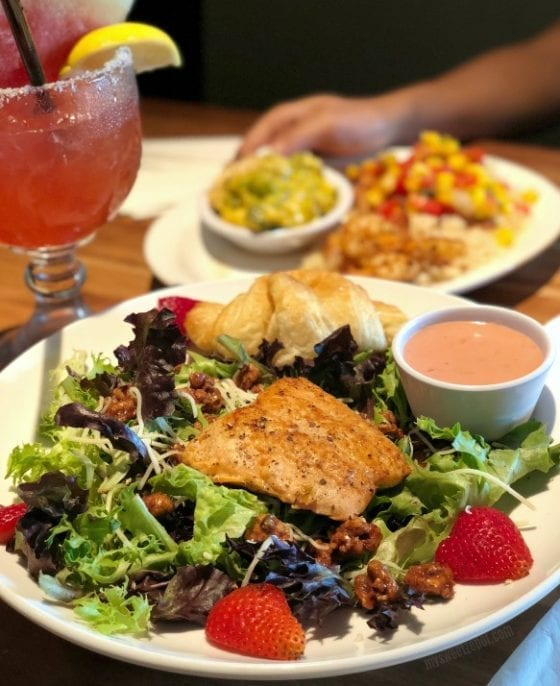 Salmo and Strawberry Salad, refreshing and juicy! Find more about Cheddar's Restaurant Summer menu at mysweetzepol.com