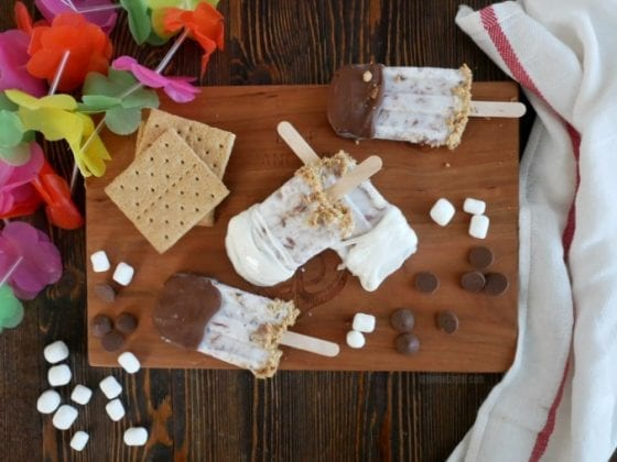 S'mores Popsicles are the best #SummerDessertWeek treat, find the recipe at mysweetzepol.com #ad
