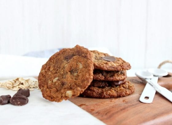 Almond Butter Oatmeal Chocolate Chips Cookies / The best vegan, glutten free and dairy free you've ever had. / grab the recipe at mysweetzepol.com #cookierecipe