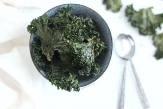 Sea Salt Baked Kale Chips for the win! Healthy snack to keep you going all day long. Grab the recipe at mysweetzepol.com #heatlhy #recipe