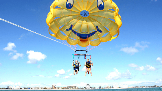 Father's Day getaway gift at Alden Suites Beachfront Resort at St. Pete / dad parasailing in the beautiful gulf coast waters / read more at www.mysweetzepol.com