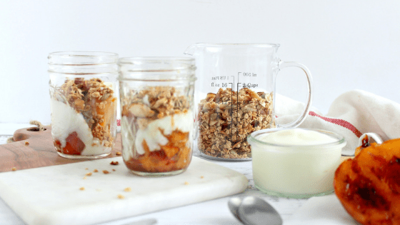 Peaches And Maple Crunch Breakfast Jars, a refreshing treat to start school season. #BackToSchoolTreats by My Sweet Zepol