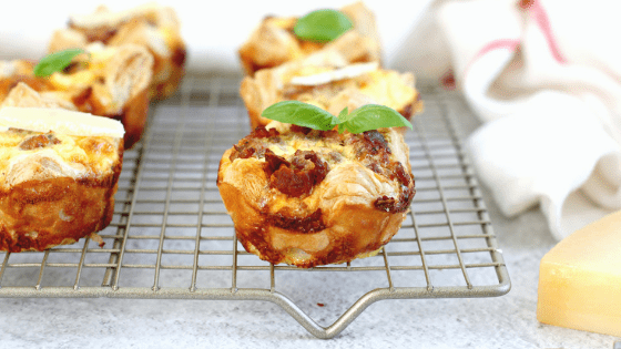 Chorizo, sausage caramelized onion mini quiche is the tastiest on-the-go breakfast for back to school season. #BackToSchoolTreats made by My Sweet Zepol
