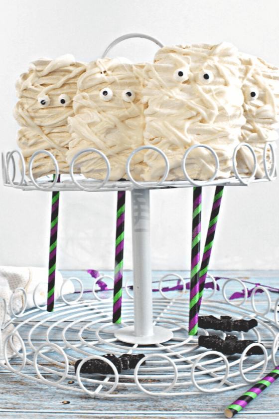 Mummy Meringue Pops is the perfect treat for #HalloweenTreatsWeek