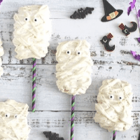 Mummy Meringue Pops