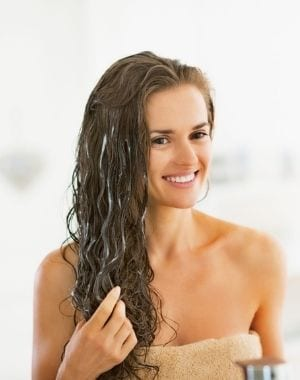 Treating curly hair with protecting hair treatments