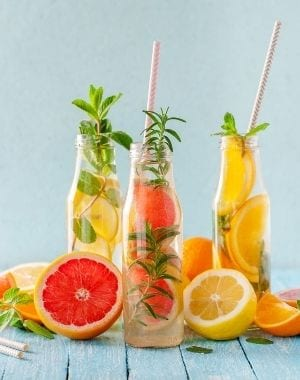 5 Recipes for Detoxifying Waters with Fresh Fruits