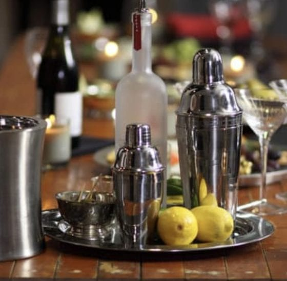 instant bar using a decor tray in the kitchen, drinks, lemons, glasses