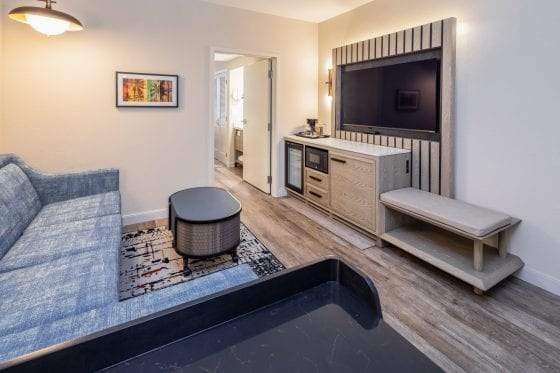 queen living room area in Caribe Royale Orlando
